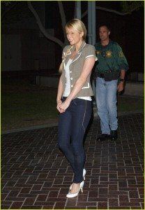 paris-hilton-released-from-jail-05