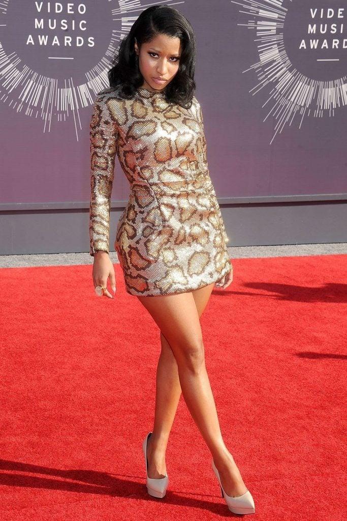 Nicki Minaj crossing her legs on the red carpet