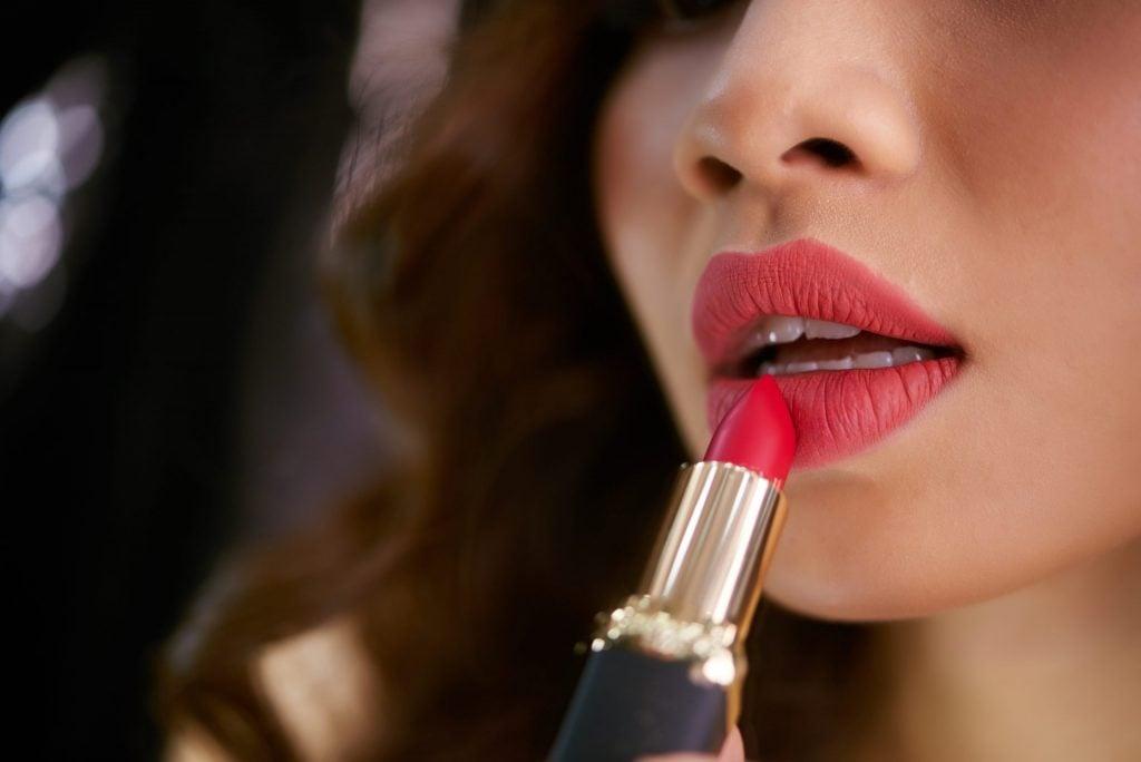 Lipstick Mouth Body Language Cue