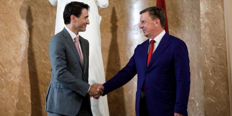 Prime Minister Justin Trudeau shakes hands with Latvia's Prime Minister, Māris Kučinskis